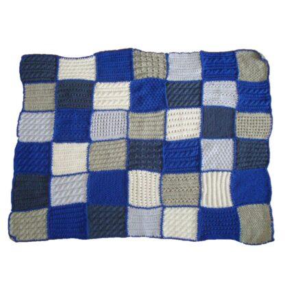 Blauw grijs geblokte deken met de hand gemaakt.