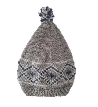 Handgemaakte grijze muts met blauw-wit Noors patroon
