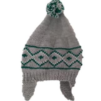 Handgemaakte, grijze muts met wit/groen Noors patroon