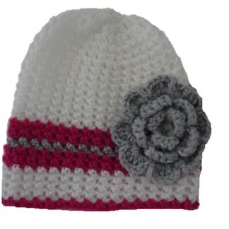 Muts wit met roze en grijze streep en bloem