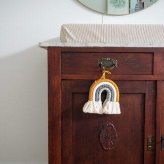 Babykamer decoratie regenbooghanger